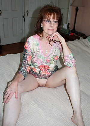 Sexy naked mature wearing glasses